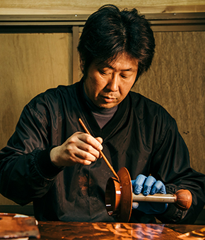Urushi Tapper and Lacquer painter Mr. Suzuki Kenji